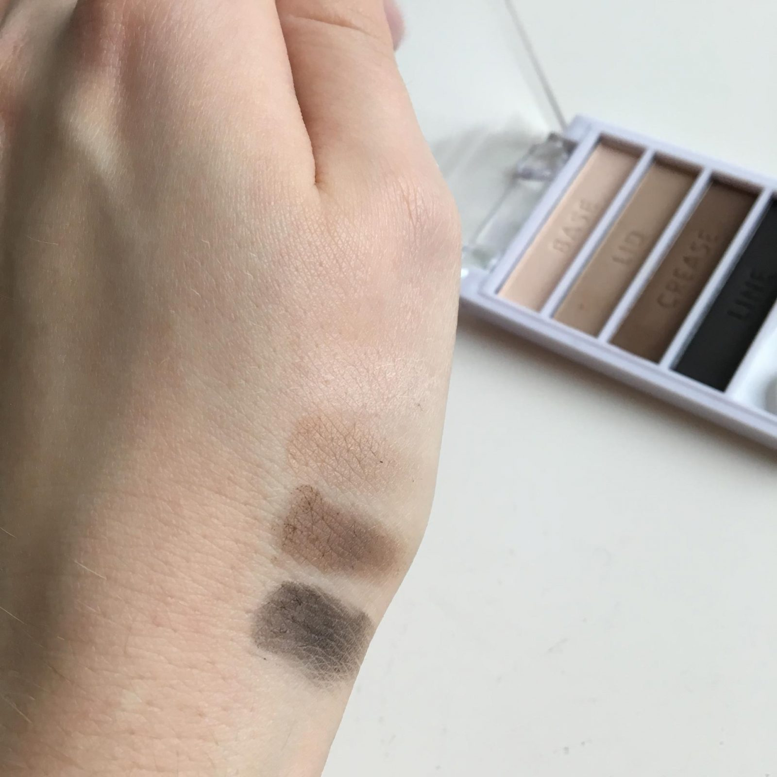 elf Flawless Eyeshadow - Matte swatches